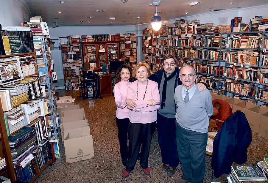 Urgente: se busca local en Valencia para la 'Biblioteca solidaria' de la Fundación Padre Juan Schenk Envía periódicamente a países del Tercer Mundo cargamentos con miles de libros de sus fondos para crear aulas de lectura