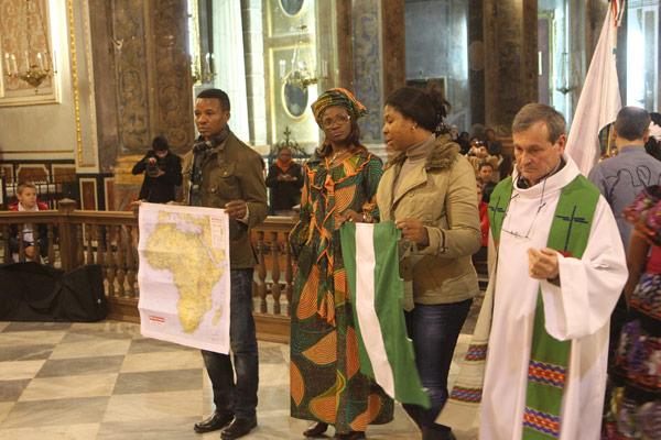 Nigerianos católicos en Valencia realizan una ofrenda por la paz en su país AIN envía ayuda tras los últimos atentados