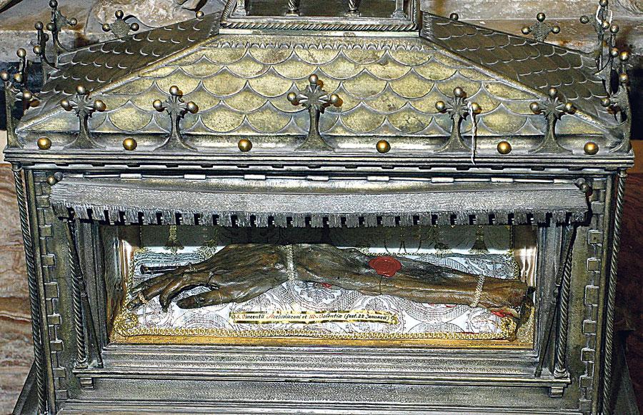 Salen a la luz documentos inéditos sobre la reliquia de la Seo Tras estudiar un investigador 600 archivos sobre el brazo incorrupto de san Vicente Mártir
