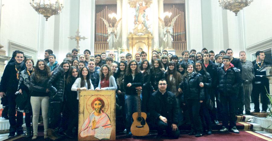 La noche más joven de La Safor, en la vigilia de Oliva Medio millar de jóvenes se reúnen en una oración con monseñor Osoro