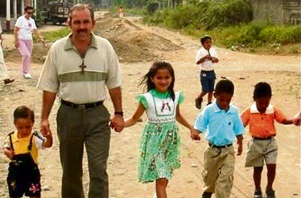 Muere un misionero español en Ecuador tras salvar a 7 niños arrastrados por el mar