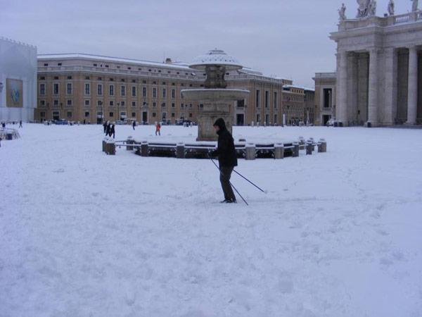 Esquiando en la plaza San Pedro de Roma