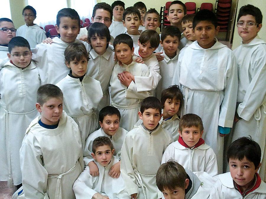 """Los monaguillos y don Carlos, un encuentro """"genial"""" en el Seminario Menor de Xàtiva Del 9 del 11 de marzo, convivencia vocacional con chavales de 11 a 17 años del Grupo Damasco"""