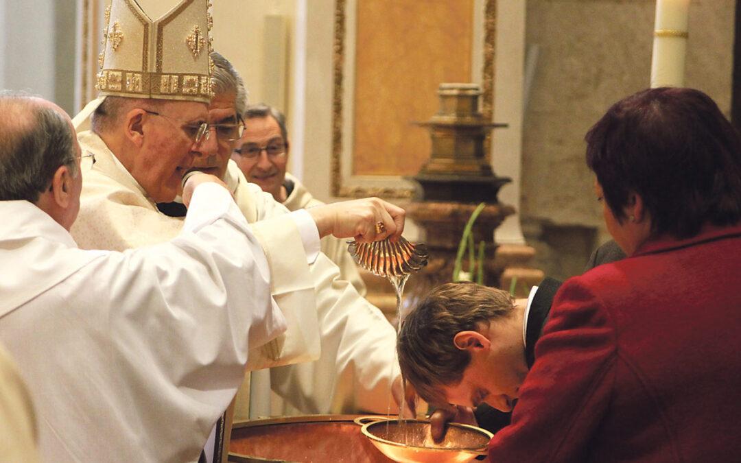 'Bautizarse' a los 33 años en Valencia Cada día se dan más casos en nuestra diócesis. ¿Qué hay detrás? ¿Por qué lo hacen? ¿Qué les impulsa ahora?