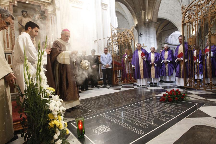 """Monseñor Osoro recuerda el """"servicio eclesial profundo, amplio y gozoso"""" del cardenal Agustín García-Gasco Durante el funeral en la catedral por su eterno descanso en el primer aniversario de su fallecimiento"""
