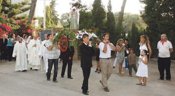 """El Papa anima a """"propiciar una nueva vitalidad mariana"""" a los alumnos del colegio Madre Petra Con motivo del 25 aniversario de la coronación de su patrona"""