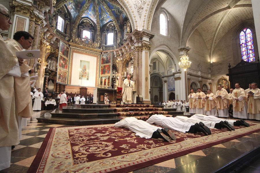 Un gran regalo del Señor a Valencia El Arzobispo de Valencia confiere la ordenación sacerdotal a cuatro jóvenes valencianos ante más de 1.500 personas en la catedral
