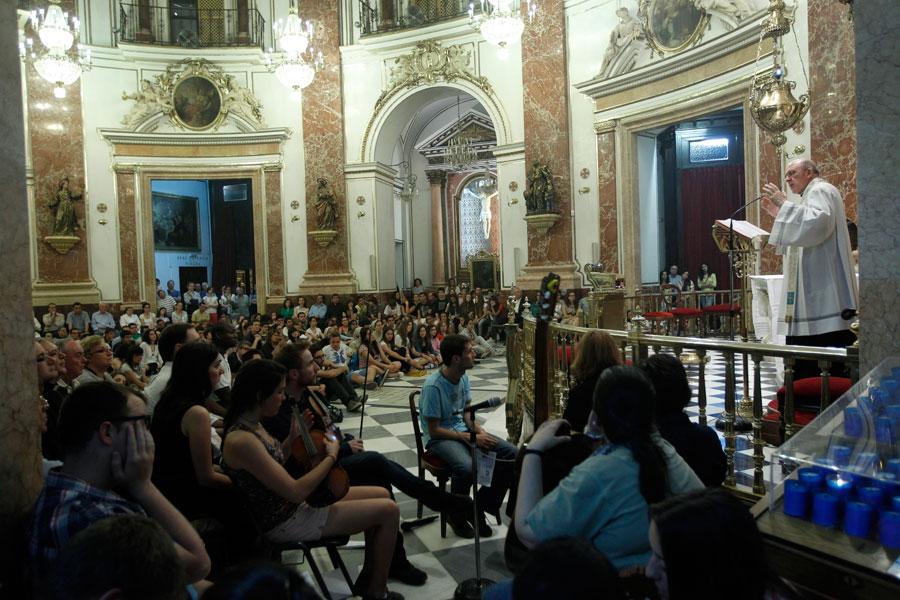 """Monseñor Osoro anima a los jóvenes a """"organizar el tiempo también para permanecer con Jesús en verano"""""""