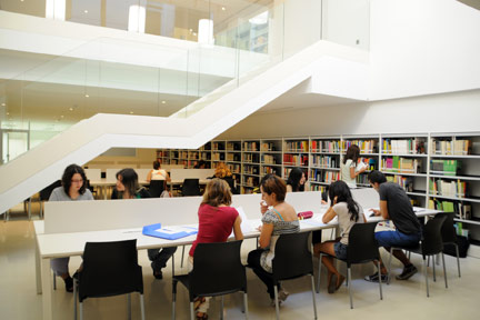 El Arzobispo bendice en Burjassot la nueva sede 'San Juan de Ribera' El edificio, que alberga la biblioteca central y diez aulas de la Facultad de  Psicología, Magisterio y CC. de la Educación, podrá acoger a 1.200 estudiantes