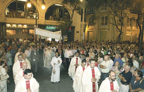 Inauguración de la primera capilla de Adoración Eucarística Perpetua de Valencia Con una solemne ceremonia en la catedral, en la que participaron más de 2.000 personas