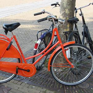 'Angels by bike', una iniciativa  que rescata bicicletas para donarlas A través de la la Cáritas de la parroquia de San Josemaría Escrivá de Valencia