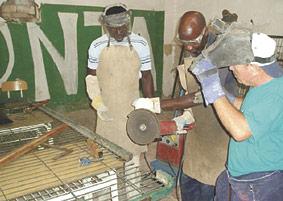 El ISO pide ayuda para mantener sus casas de acogida al no recibir desde hace un año las subvenciones oficiales En ellas se realiza una labor de acompañamiento a trabajadores inmigrantes subsaharianos que están en una situación de desigualdad