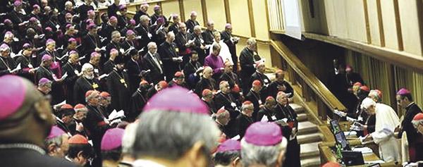 """Benedicto XVI: """"El primer anuncio se impone también  en los países de antigua evangelización"""" Solemne clausura del XIII Sínodo de los Obispos en presencia de 260 padres sinodales y 72 colaboradores"""