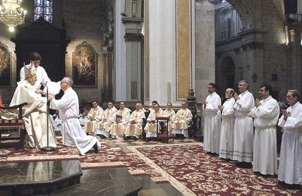 Seis padres de familia valencianos, consagrados diáconos permanentes por monseñor Osoro en la Catedral Un profesor, un administrativo, un asesor laboral, un celador, un auxiliar administrativo y un arquitecto  reciben su nuevo ministerio ante más de mil personas