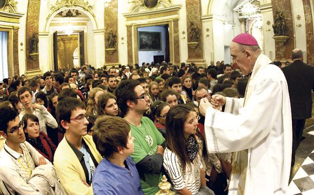 Últimas vigilias de oración de jóvenes con el Arzobispo Este viernes 7 de junio en la Basílica y el 14 de junio en la playa de Gandía