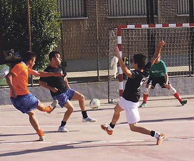 El fútbol y la fe se unen en Valencia Equipos de Alemania, Francia, Italia, Portugal, Holanda y Malta acuden al torneo benéfico de fútbol sala organizado por la parroquia valenciana de San Jerónimo para el 16 de marzo de 2013