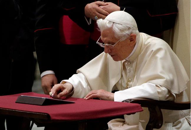 Más de un millón de personas de todo el mundo sigue el primer tuit de Benedicto XVI El mensaje fue una bienvenida afectuosa seguida de una bendición