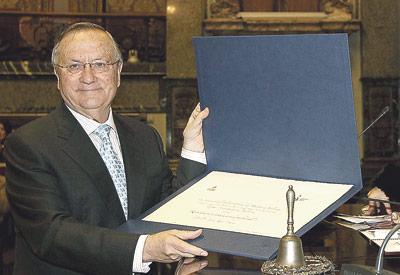 """""""Sólo he buscado la fe, amar a mi  familia y trabajar con tenacidad"""" Homenaje de los médicos de Valencia al Dr. Justo Aznar"""