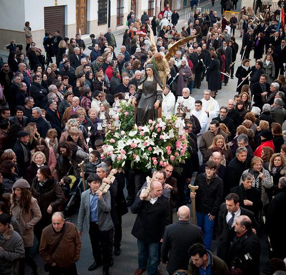 300 vecinos de Benigànim con trajes de época escenifican la vida de la beata Inés En el 125 aniversario desde que fue elevada a los altares