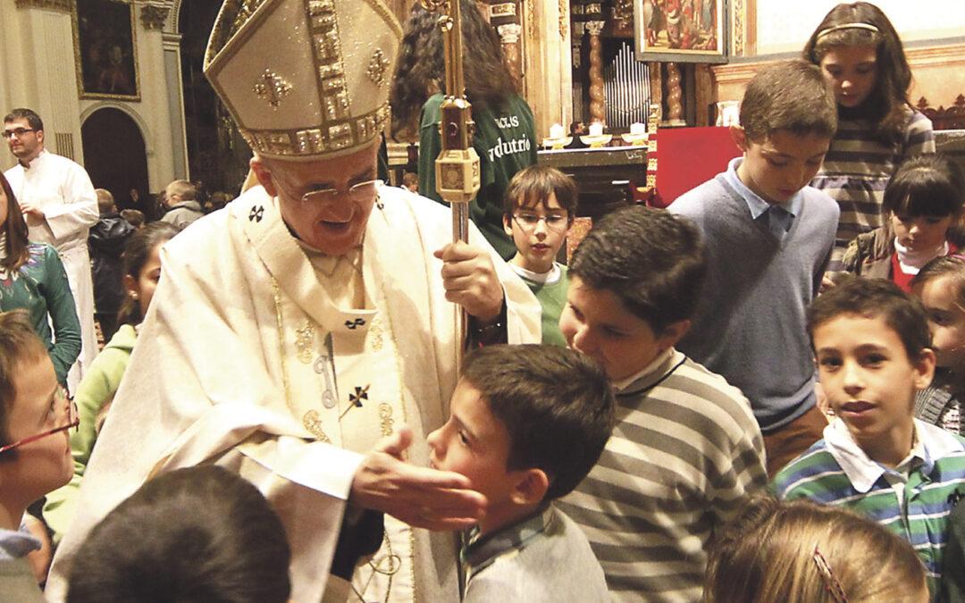 """""""La familia cristiana es moderna, no pasa de moda y es más necesaria que nunca"""" Llenazo impresionante en la Catedral en la misa conclusiva del Día de la Familia, presidida por el Arzobispo"""