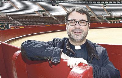 """""""Es preciso que los toreros  sientan más la cercanía de Dios"""" Benjamín Martínez, sacerdote alicantino, es el nuevo capellán de la Plaza de Toros de Valencia"""