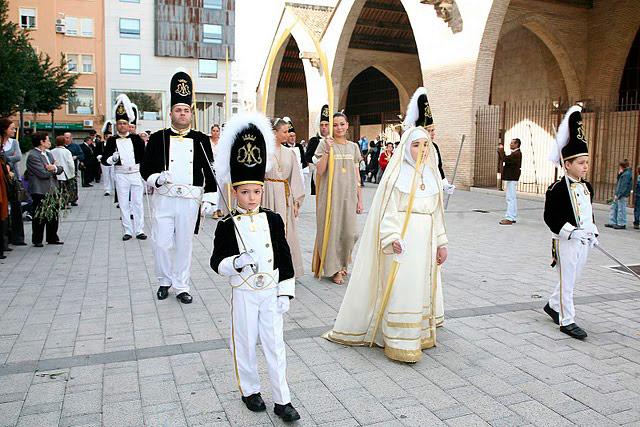 La Semana Santa releva a las fallas en el corazón de los valencianos Con apenas cinco días de diferencia, el bullicio festivo cede el paso a las celebraciones más solemnes del año
