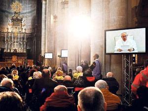 """El cuerpo  torturado de la Síndone refleja """"una majestad soberana"""" Así lo indica el papa Francisco en un vídeomensaje con motivo de la ostensión televisiva de la Sábana Santa"""