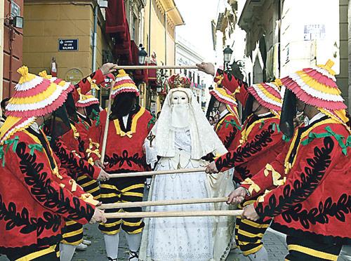 Valencia conmemora este domingo el Corpus Christi con misas, procesiones y el paso de la Custodia El Arzobispo presidirá la misa de pontifical a las 10.30 horas en la Catedral y la procesión de las 19 horas