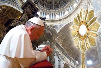 El Papa convoca este domingo, Corpus Christi, a toda la Iglesia a una Hora Santa Mundial El Arzobispo la presidirá de 17 a 18 h.en la capilla del Santo Cáliz