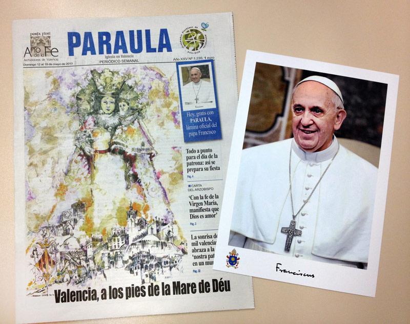 PARAULA regala a todos los suscriptores y lectores la foto oficial del Papa Junto al ejemplar del periódico, con su precio habitual, 1 euro