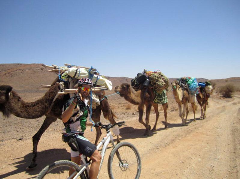 """Tres ciclistas de la UCV suben al pódium tras recorrer 700 kilómetros por el Sáhara en la carrera """"Milenio Titan Desert"""" Han logrado la medalla de bronce"""