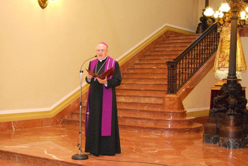 Mons. Osoro transmite su pesar al arzobispo de Santiago e invita a los cristianos a unirse en oración por las víctimas del accidente ferroviario El Papa también pide oraciones por las victimas desde Brasil