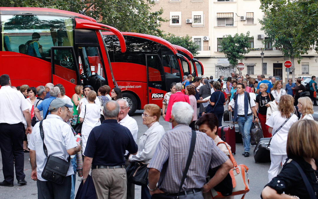 14 autobuses, un tren especial y un avión llevan a mil valencianos a Lourdes La peregrinación diocesana volverá el día 9 de julio