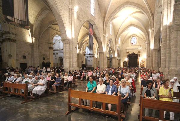 """""""Aquí en Valencia se construye la paz"""" Más de mil fieles llenan la Seo en una misa convocada por el Papa y presidida por el Arzobispo"""