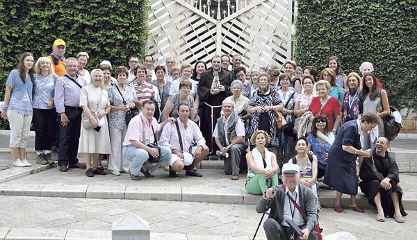 Regresa la peregrinación valenciana que llevó una  imagen de la Virgen de los Desamparados a Nazaret Los peregrinos se unieron a la comunidad cristiana de Jerusalén en la oración por la paz en Siria