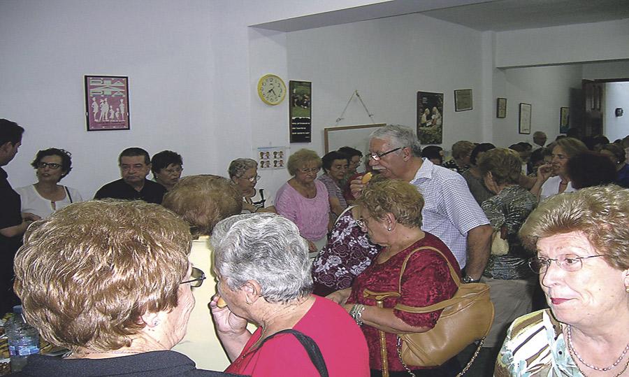 El economato 43 de la diócesis abre sus puertas en la cáritas de Alginet Atiende ya a 30 familias y prevé que las atenciones se dupliquen
