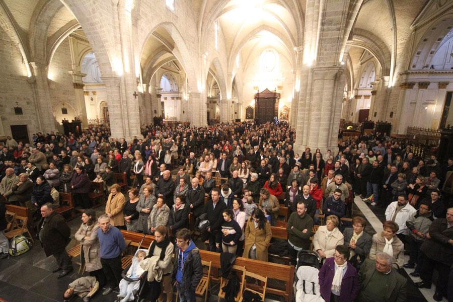 """El Arzobispo, a las familias cristianas: """"afrontad los retos actuales sin pesimismos y con audacia"""" Durante la misa en el 'Día de la Familia Misionera', en la Catedral llena de familias"""