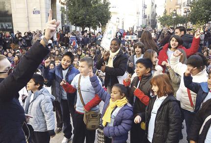 Más de mil escolares cantan villancicos en el centro en el festival 'Nadalenques al carrer' Procedían de un total de 33 colegios de diversas localidades de la diócesis de Valencia