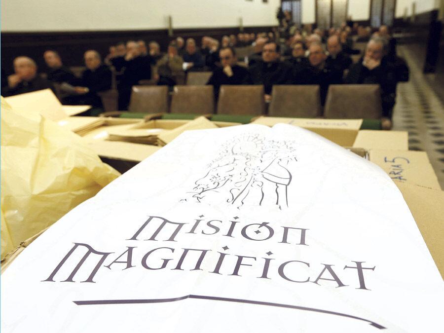 La imagen original de la Virgen y 'La Peregrina' salen  durante la 'Misión Magnificat' Durante tres días consecutivos en Cuaresma centenares de sacerdotes valencianos predicarán fuera de sus parroquias
