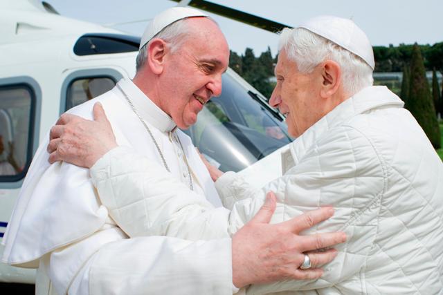 """Un año de la renuncia de Benedicto XVI: """"Gran acto de gobierno de mucha valentía"""" El portavoz de la Santa Sede resalta la libertad de aquella decisión"""