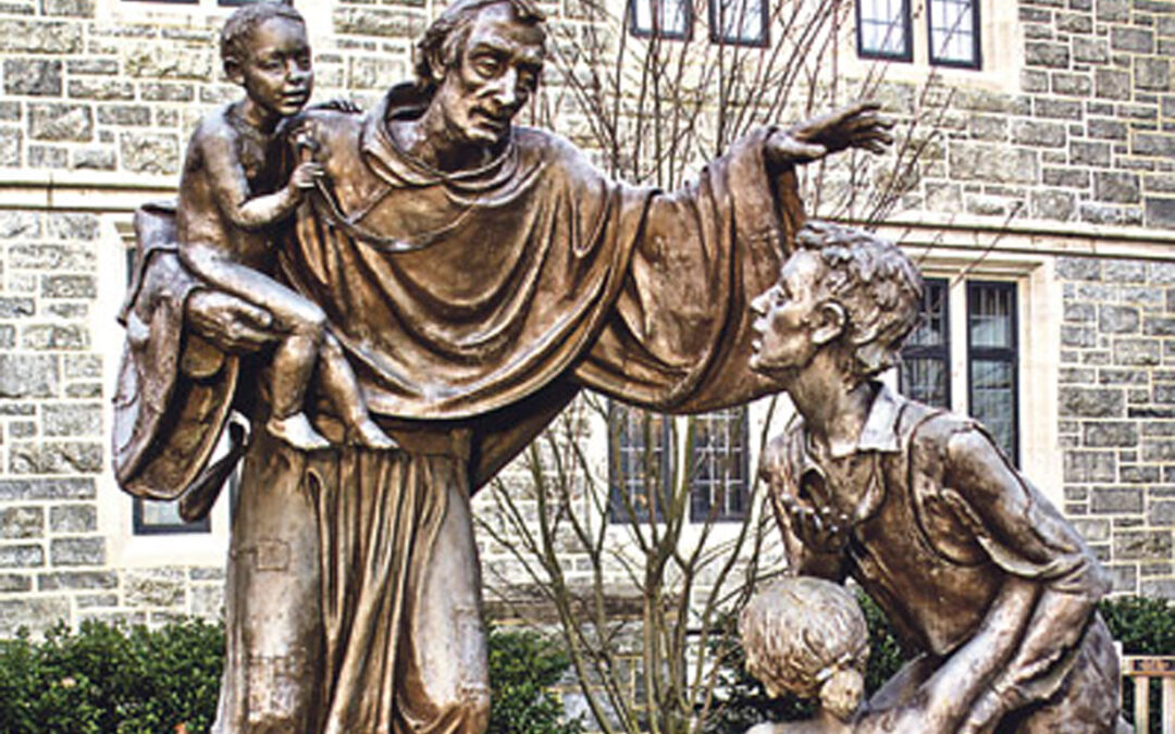 Santo Tomás de Villanueva daba  de comer al día a 500 personas Arzobispo de Valencia entre 1544 y 1555, creó ya 'microcréditos' para labradores y dotaba a las jóvenes que iban a casarse