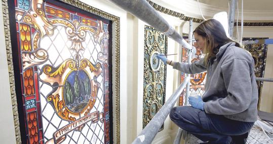 El mejor cristal francés, para la Mare de Déu Realizadas originalmente por la francesa Casa Maumejean en el año 1929, ahora han sido restauradas