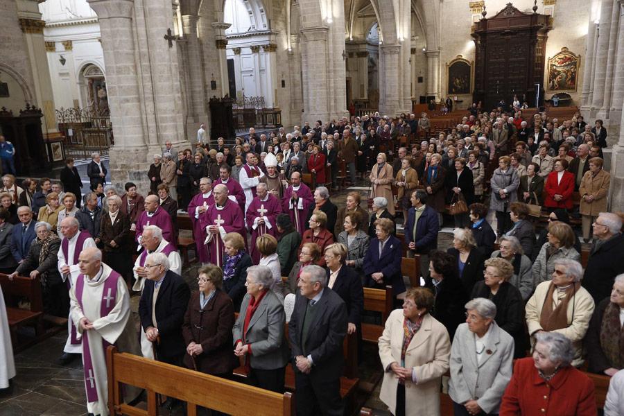 """""""Si no estuvierais los mayores, muchas noticias de Dios no llegarían a este mundo"""" El Arzobispo preside en la Catedral el 25 aniversario de Vida Ascendente en Valencia"""