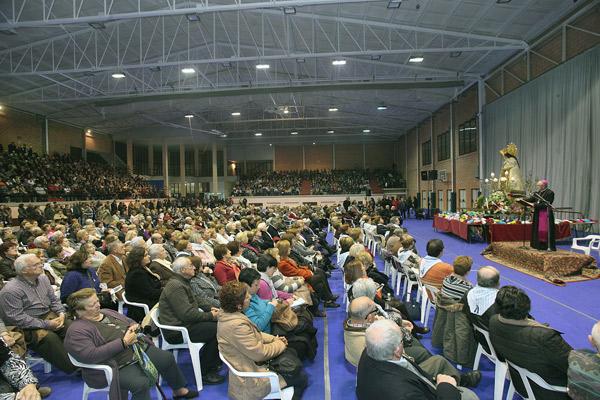 Arranca la 'Misión Magnificat' con las predicaciones en Canals y Turís 'Germanor' en la ofrenda floral a la Mare de Déu, la procesión de las antorchas y en la cena de fraternidad