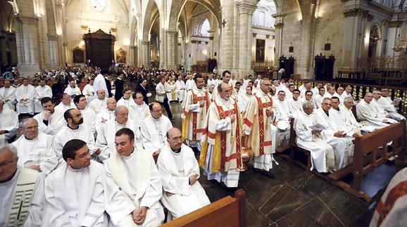 """El Arzobispo anuncia en la misa crismal  un nuevo Itinerario Diocesano de Evangelización Ante centenares de sacerdotes, en la Catedral, resalta como """"claves esenciales"""" la misericordia y la comunión"""