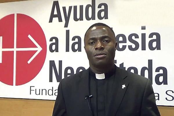 """""""A pesar del terror de Boko Haram, tenemos 5.000 seminaristas y los cristianos siguen firmes"""" Entrevista al sacerdote Kenneth Iloabuchi, nigeriano que llegó en patera y ofrece una conferencia en Valencia"""