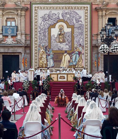 Especial Besamanos de la Virgen 2014 20 páginas con reportajes, noticias, y la mejor crónica incluyendo todos los actos de los 3 días de celebración