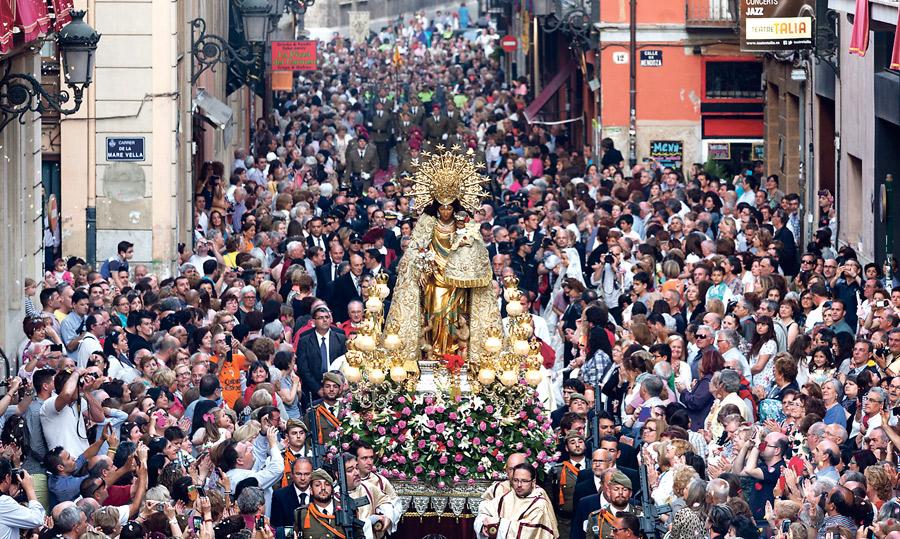 El Papa se une ya al fervor de los valencianos por la Mare de Deu Envía un mensaje por el 600º aniversario de la Archicofradía de la Virgen, hecho público en su fiesta