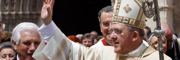 Mons. Osoro regala su báculo y su cruz pectoral a  la diócesis de Valencia, el día de su misa de despedida Así será, paso a paso, la celebración en la Basílica y en la Catedral del próximo domingo 28