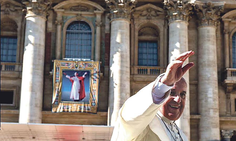 """Francisco ensalza a Pablo VI: """"Supo conducir la barca de Pedro"""" en una época """"hostil"""" y """"quizás en solitario"""" Al beatificarlo el pasado domingo, en una ceremonia con la que, además, se cerró el Sínodo Extraordinario de Obispos"""